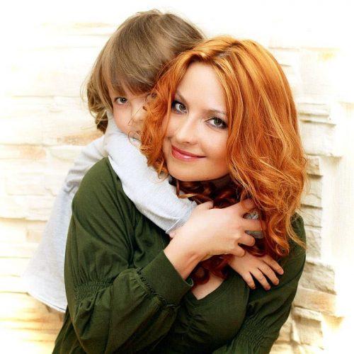 успешная мама с ребенком