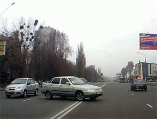 Какой сейчас штраф за двойную сплошную на дороге лишают ли прав